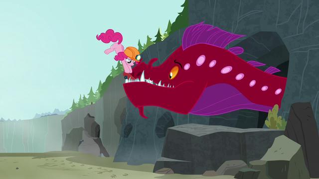 File:Pinkie sticks jack inside quarray eel's mouth S7E4.png