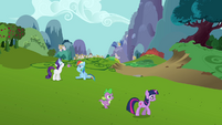 Twilight and Spike pacing with Rarity and Rainbow Dash S03E10