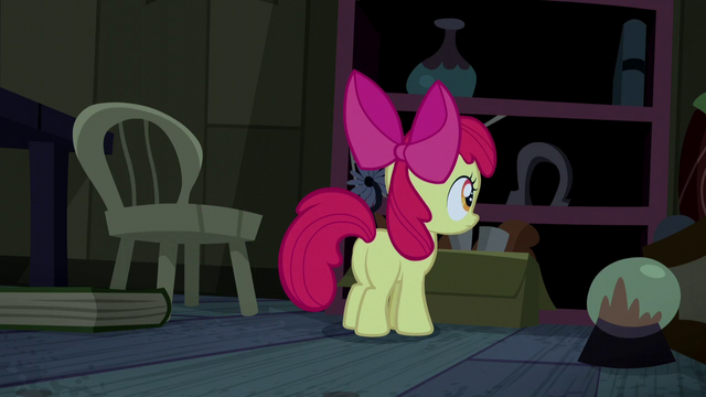 File:Apple Bloom explores the cabin S5E6.png