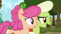 Granny Smith telling Apple Rose to speed up S3E08