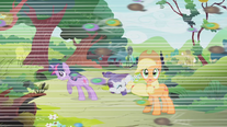Swarm flying past Twilight, Rarity and Applejack S01E10
