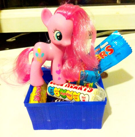 File:Toy Pinkie with Candy.jpg
