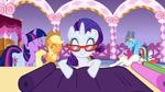 The ponies like the fashion show idea S1E14