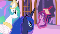 Twilight drags Starlight back into the castle S7E10