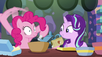 Pinkie quickly adds baking soda, salt, and cinnamon S6E21