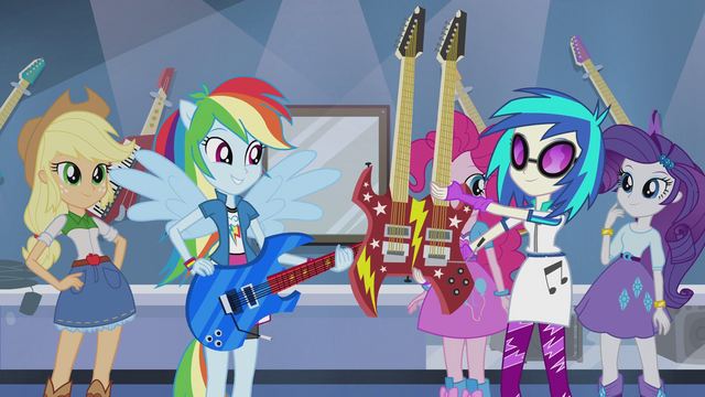 File:DJ Pon-3 giving Rainbow her prize EG2.png
