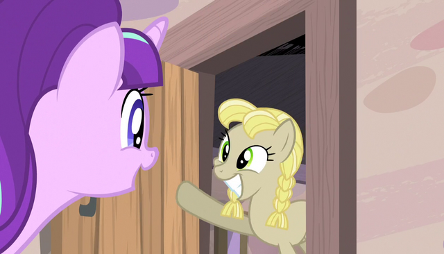 File:Starlight beckons a mare from her home S5E1.png