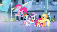 Twilight's friends proud of the CMC S4E24