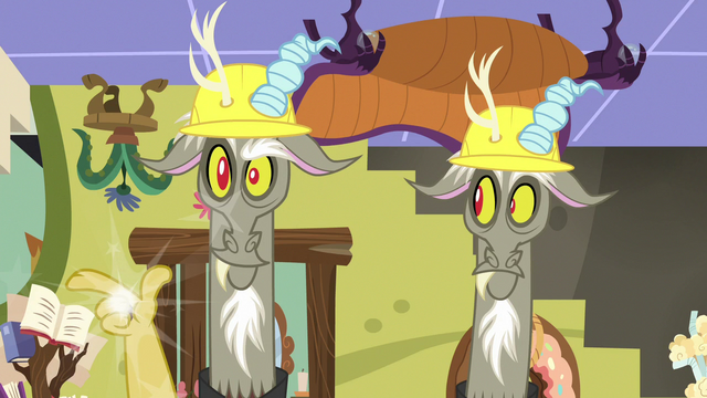 File:One of Discord's duplicates snaps his fingers S7E12.png
