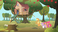 Applejack shows the CMC their new tree house S1E18