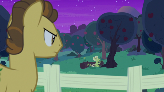 File:Grand Pear watches Granny read bedtime stories S7E13.png