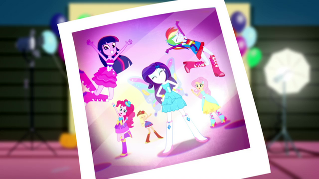 File:Photo of butterfly Rarity and her friends SS2.png