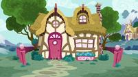 Petunia Paleo's house exterior S6E19