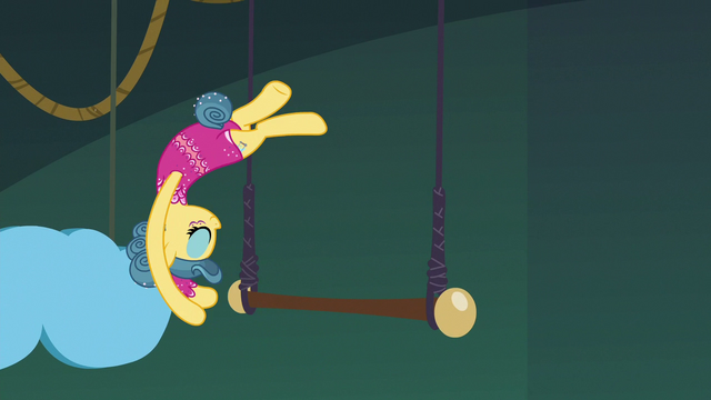 File:Trapeze star flipping around the trapeze bar S6E20.png