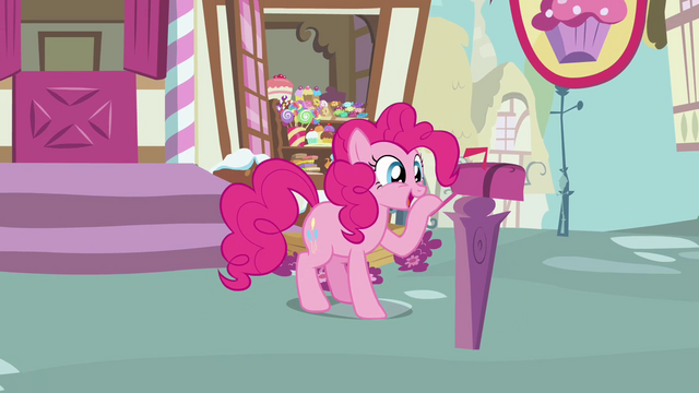 File:Pinkie Pie looks inside the maibox 4 S3E07.png
