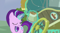 Starlight Glimmer reparing Bulk's nut cart S7E2