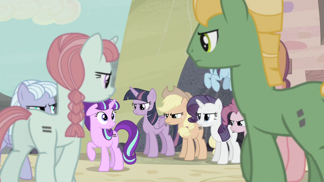 File:Villagers circle around Starlight S5E2.png