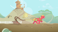 Big McIntosh pulling plough in Applejack's imagination S1E03