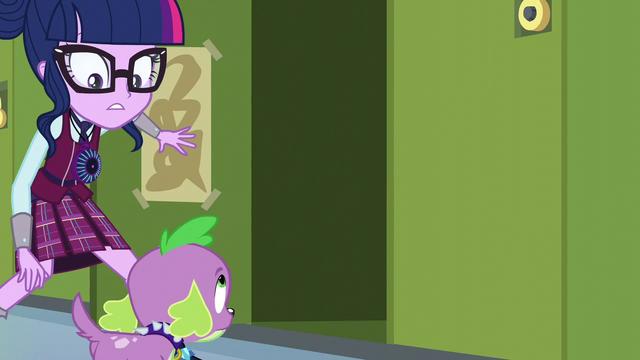 File:Twilight opens a nearby locker EG3.png