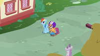 Rainbow and Scootaloo watching the Wonderbolts S6E7