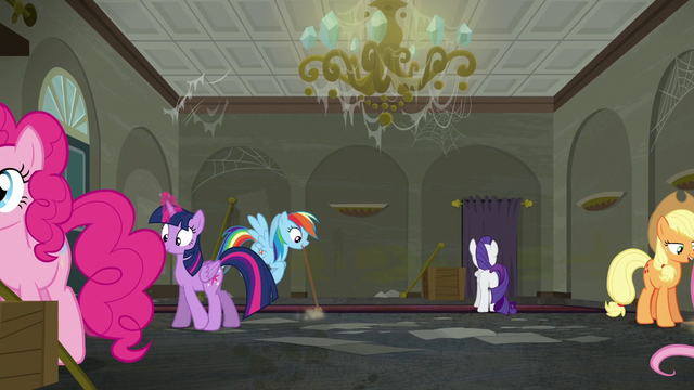 File:Rarity's friends help cleaning up the boutique S6E9.png