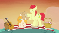 Bright Mac covering Pear Butter's eyes S7E13