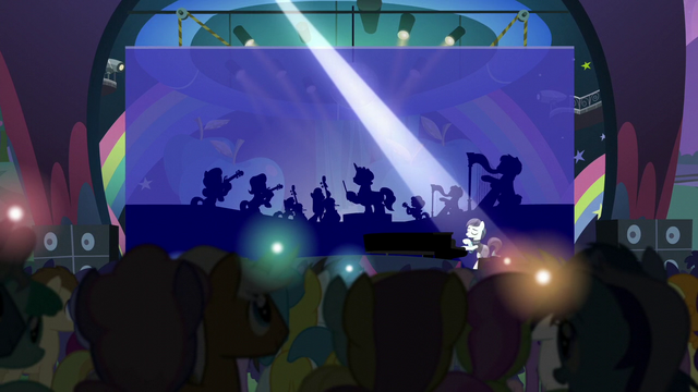 File:Coloratura singing to an enthralled audience S5E24.png