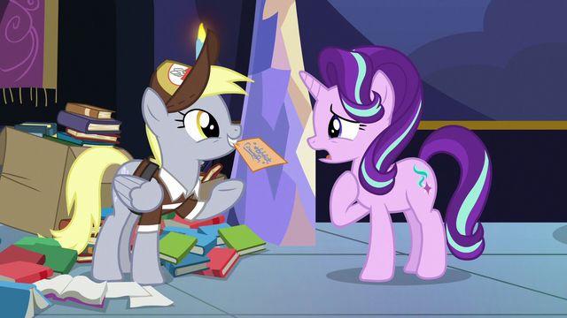 File:Derpy presenting the letter to Starlight Glimmer S6E25.png