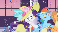 Rarity & Rainbow Dash having fun S2E9