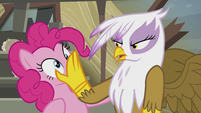 Gilda stops Pinkie from singing S5E8