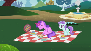 Amethyst Star struggling to open the peanut butter jar S2E08