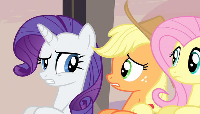 File:Rarity and Applejack confused S5E1.png