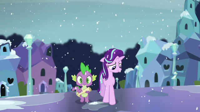 File:Spike and Starlight walking on the Crystal Empire street S6E2.png