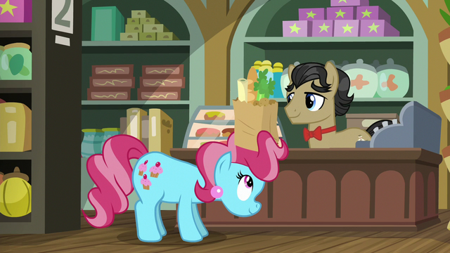 File:Mrs. Cake buying groceries from Filthy Rich S6E23.png