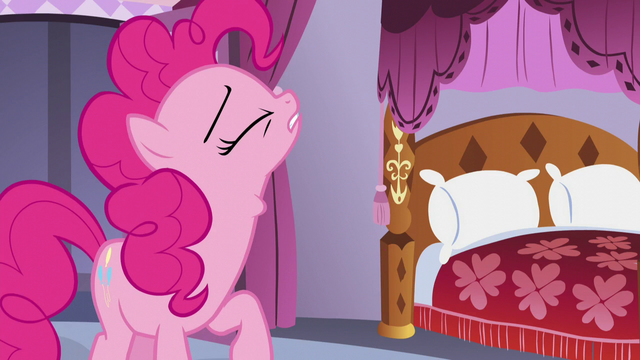File:Pinkie swallows the cupcake S5E14.png