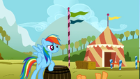 Rainbow Dash wins the hoofwrestle S1E13