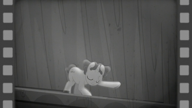 File:Hoofdini bowing to the audience S6E6.png