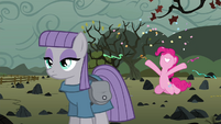 Pinkie Pie throwing confetti and streamers S4E18