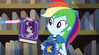 Pinkie presents book on nighttime statue cleaning EG3