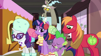 """Spike """"I don't know what you're talking about"""" S6E17"""