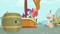 Mayor watches Ponytones singing S4E14