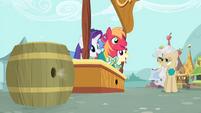 Mayor watches Ponytones singing S4E14