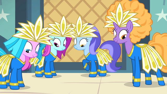 File:Backup dancers in costume S4E19.png