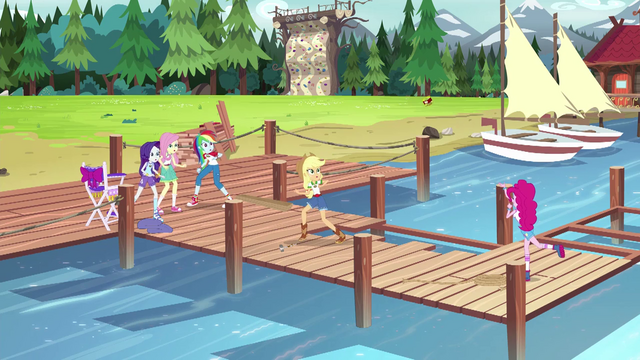 File:Pinkie's friends fearful of the box of nails EG4.png