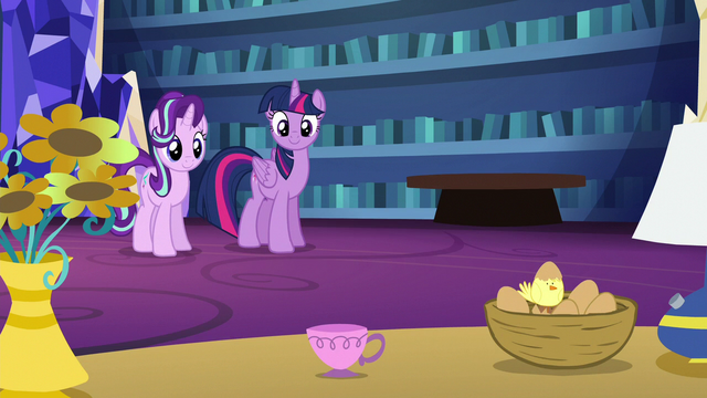 File:Starlight turns books into a teacup S6E21.png