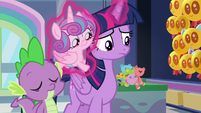 Twilight levitates Flurry onto her back S7E3
