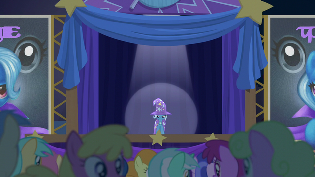 File:Audience muttering confused S6E6.png