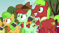 Apple family with paintbrushes S3E8
