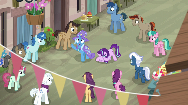 File:Trixie takes out another smoke bomb S6E25.png