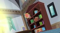 Sunburst shelves books with great speed S6E1